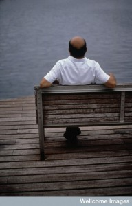 N0019923 Man relaxing - sitting on seat by water